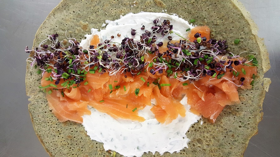 Gallette bretonne con salmone e ricotta di mandorle