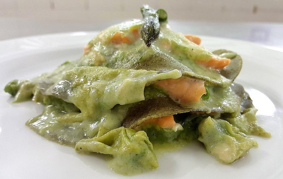 Lasagnette all'ortica con salmone e asparagi