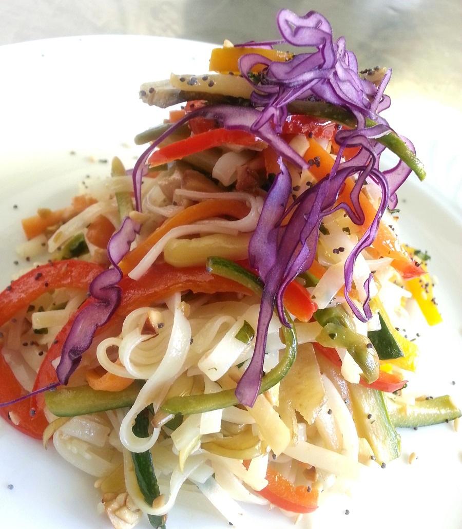 Tagliatelle di riso con verdure croccanti