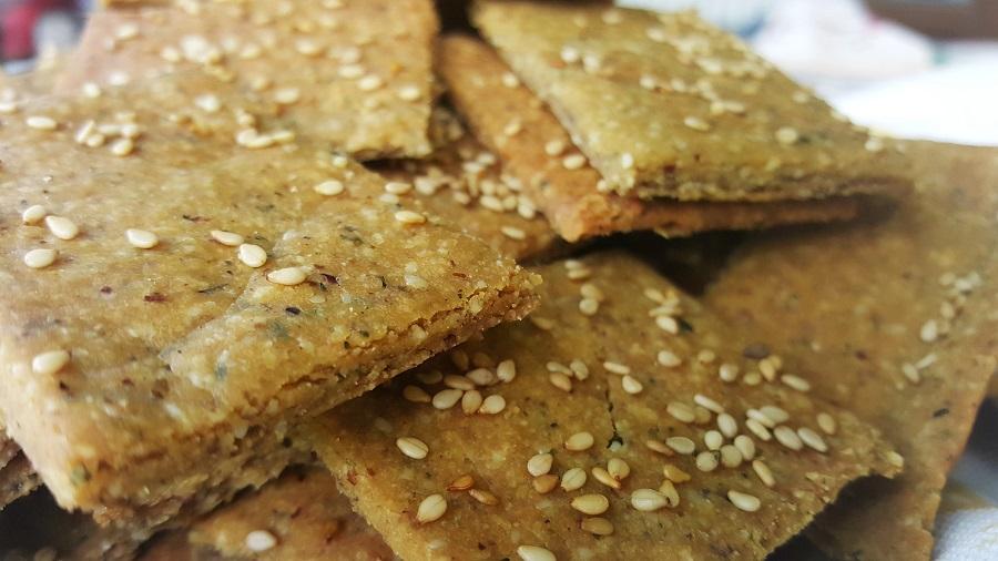 Crackers di lupini e nocciole
