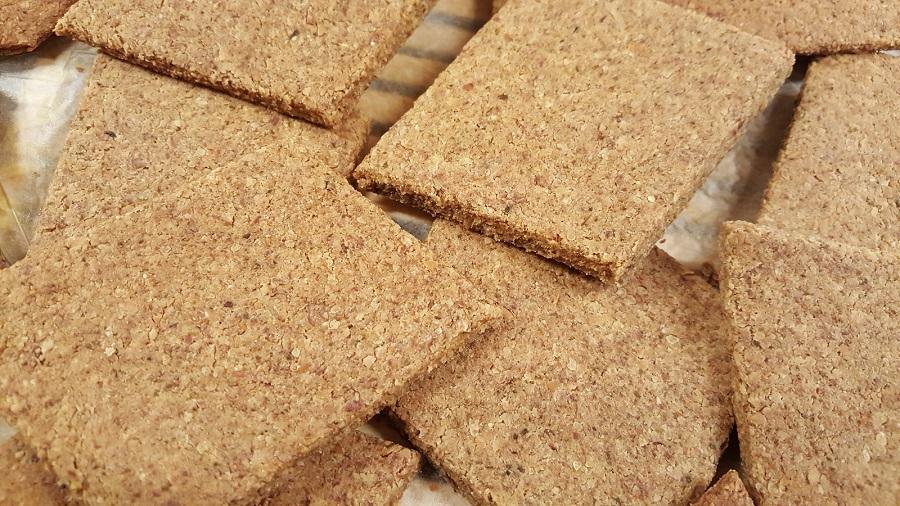 Crackers di quinoa e mandorle