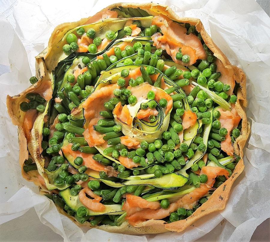 Quiche-crepe con ortaggi, legumi e salmone