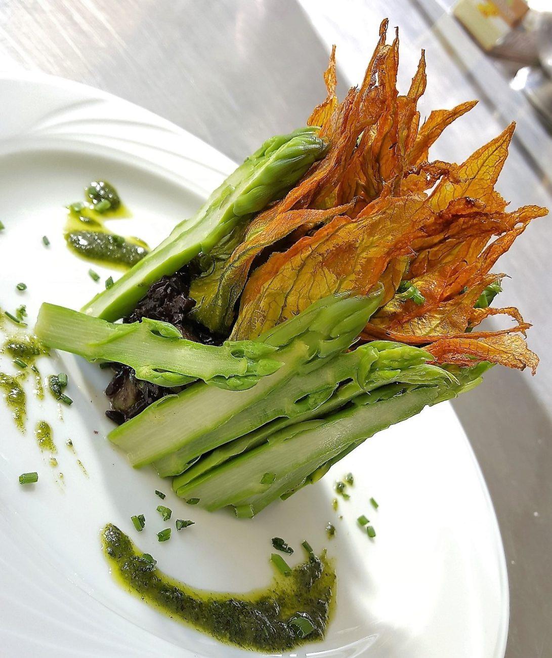 Corona di asparagi e riso venere