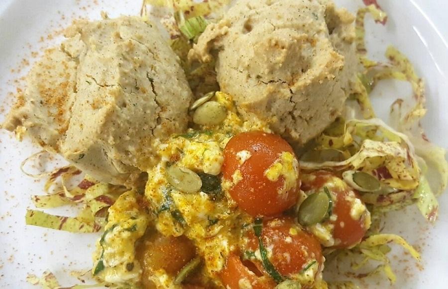 Scones alle erbe aromatiche con scrumbled eggs