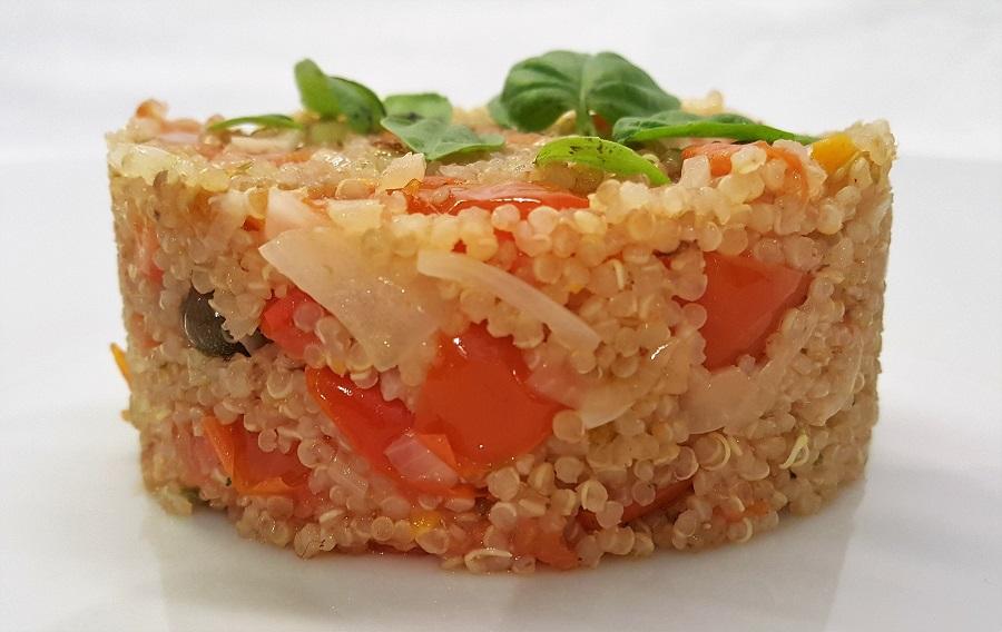 Quinoa con cipolla e pomodorini