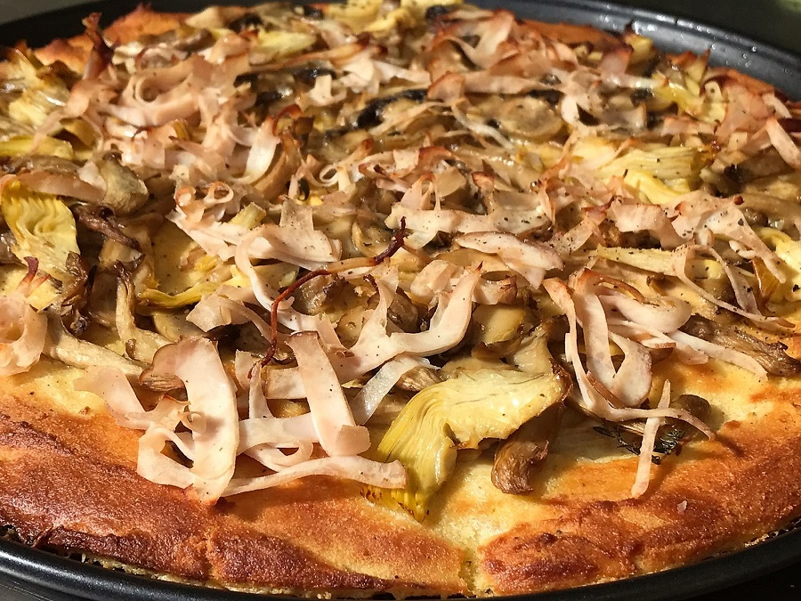 Pizza di cicerchie con  prosciutto di tacchino e funghi