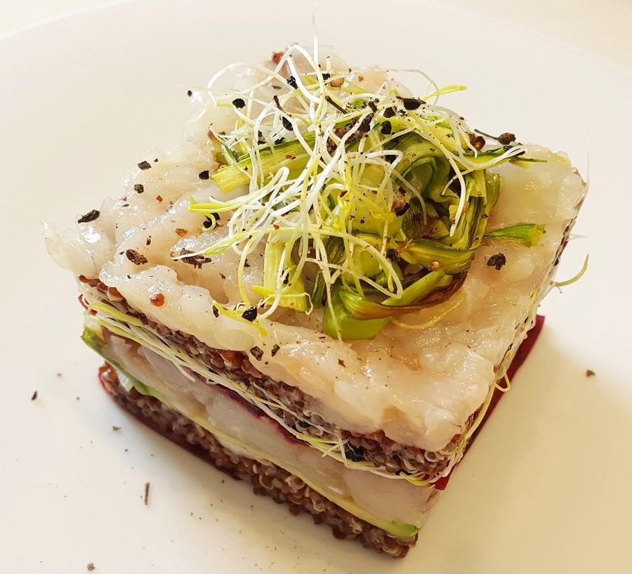 Millefoglie di quinoa con barbabietola e pesce bianco