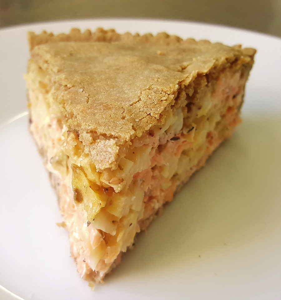 Torta salata con salmone e sedano rapa