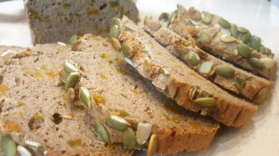 Pane di grano saraceno con zucca senza lievito