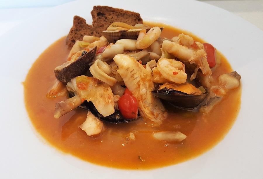 Buillabaisse la regina delle zuppe di pesce