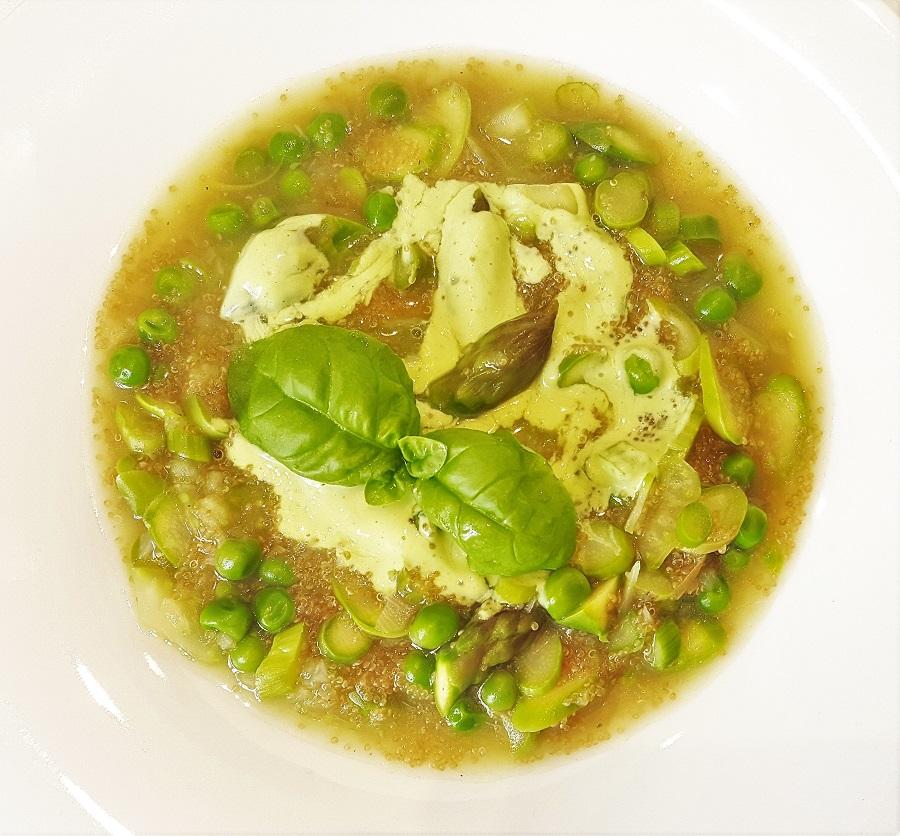 Zuppa di amaranto con asparagi e piselli