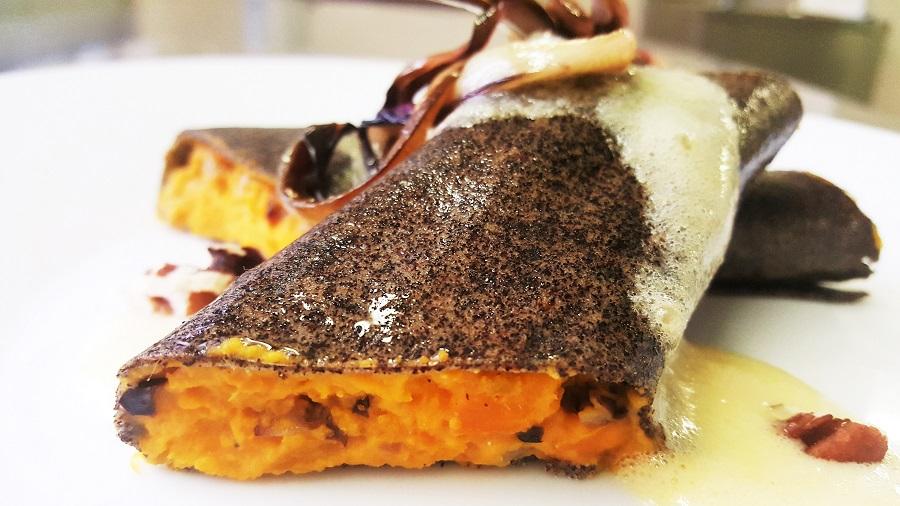 Cannelloncini di quinoa nera alla zucca e radicchio