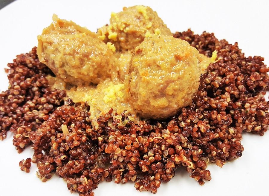 Polpettine di tacchino in fricassea con quinoa rossa