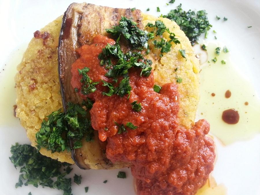Hamburger di quinoa con salsa messicana