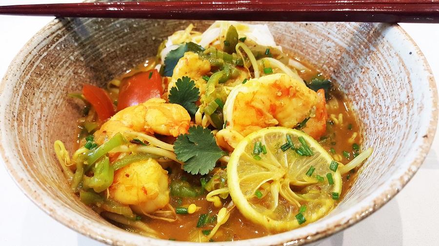 Zuppa Thai di gamberi e tagliolini